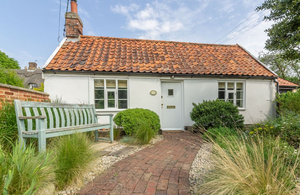 Click here for more about a romantic holiday at Myrtle Cottage