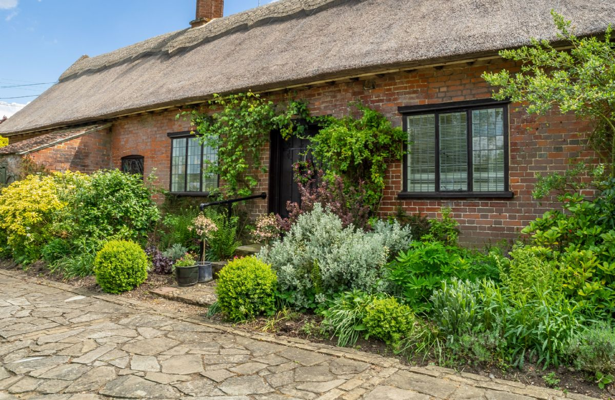 Click here for more about a romantic holiday at Ayres End Studio