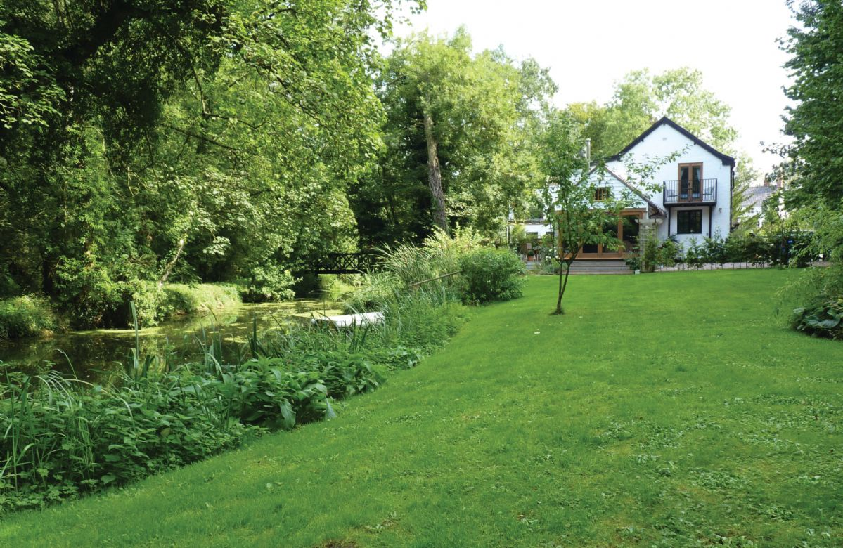Click here for more about a romantic holiday at Riverside Cottage