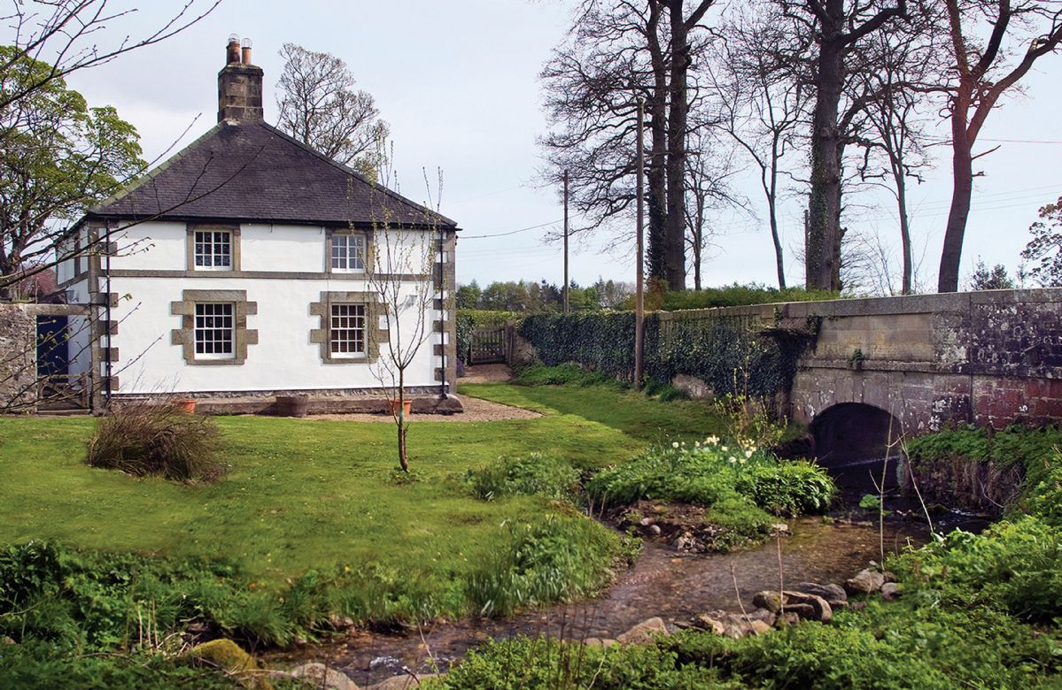 Click here for more about a romantic holiday at Haughton Castle - White Lodge