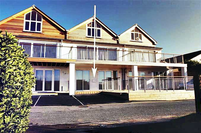 Click here for more about a romantic holiday at 1 Lower Sandbanks