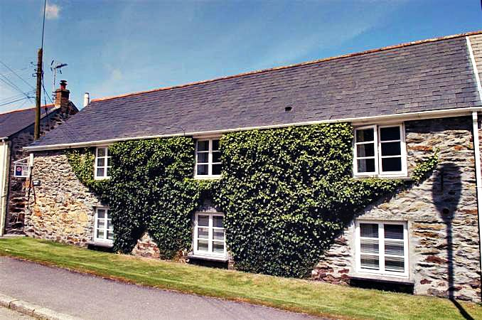 Click here for more about a romantic holiday at Swallows Cottage