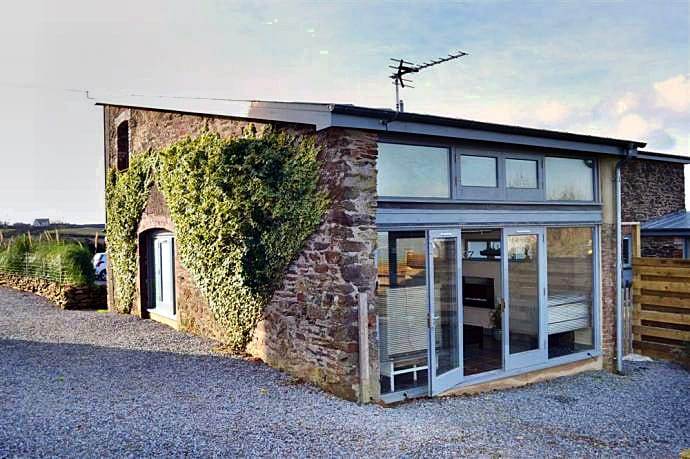 Click here for more about a romantic holiday at The Den, Dittisham